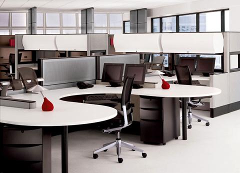 Memaksimalkan Ruang dengan Meja Kantor Berbentuk L