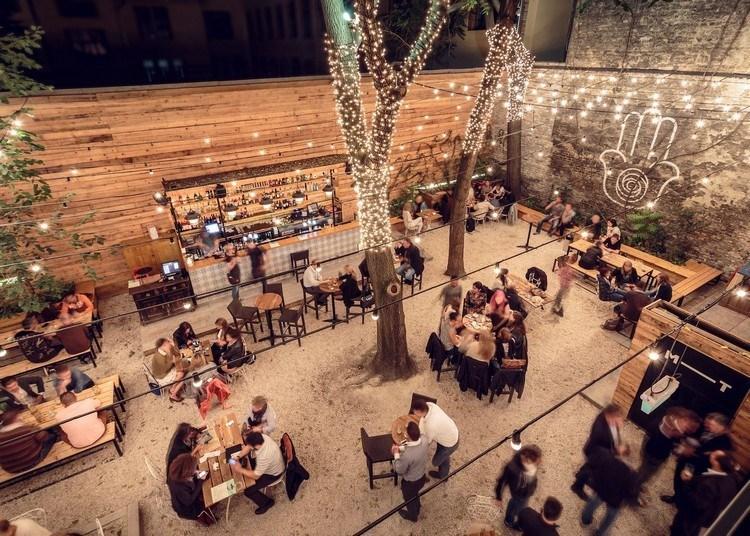 Cafe Dengan Desain Milenial Outdoor